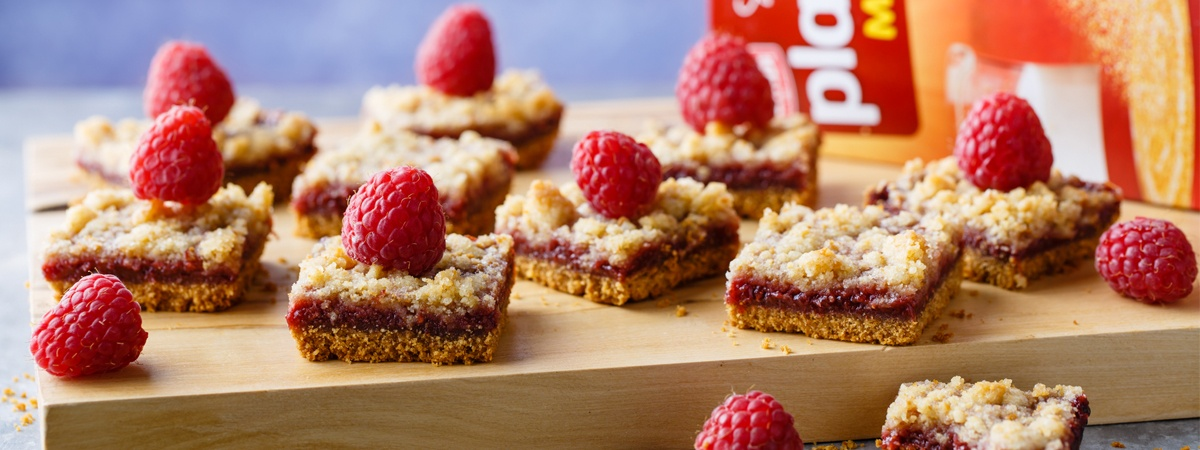 Crumble Cubes with Plazma and Raspberries